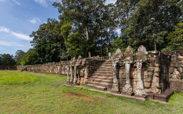 Terraza_de_los_Elefantes,_Angkor_Thom,_Camboya,_2013-08-16,_DD_03